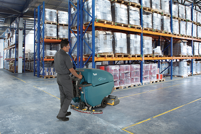 Pulizia pavimenti in logistica con Tennant T600